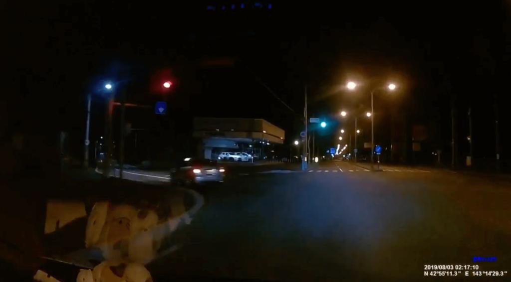 幹線道路も真夜中だとひっそり